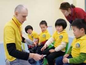 网上最佳幼儿英语启蒙教材是哪个,哪个平台的教材更好